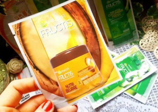 Le masque Fructis NUTRI- BEURRE (masque beurre 3 en 1) pour cheveux très secs et frisés au beurre de karité et à l'huile d'amande, de macadamia et de jojoba. Il possède une double fonction, il peut être utilisé en masque après le shampoing à laisser poser 5 minutes et à rincer ou en soin sans rinçage à appliquer en crème de finition pour apporter nutrition et hydratation aux cheveux.