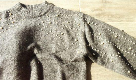 pull tendances à perles gris et blanc