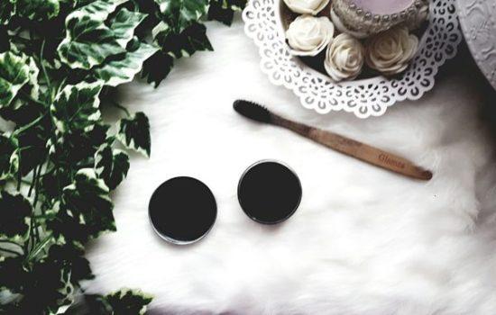 poudre de coco et charbon actif la poudre qui fait blanchir les dents naturellement