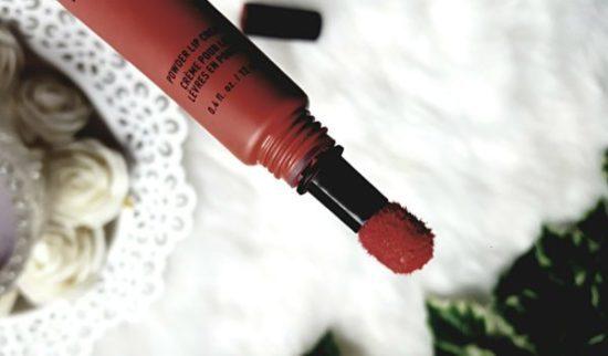 Embout mousse rouge à lèvres mats pour des lèvres douces