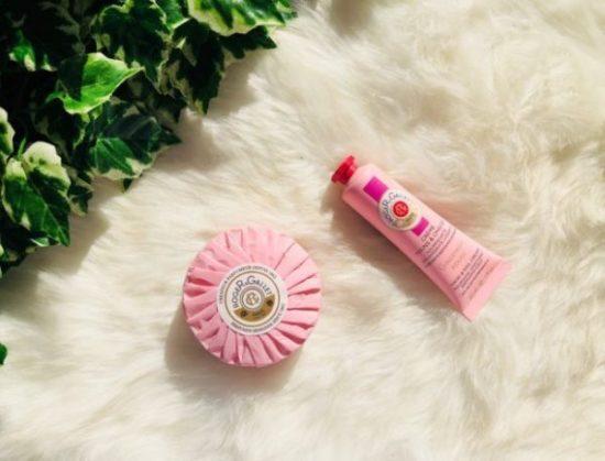 My sweet beauté test les produits de roger & Gallet la crème mains et ongles au gingembre rouge et le savon rose